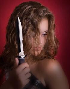 Дама с клинком – это красиво и очень опасно